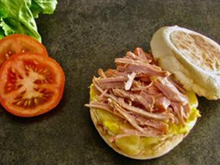 Sandwich matin sur muffin anglais