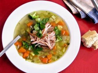Soupe aux légumes racines et effiloché de porc saumure douce